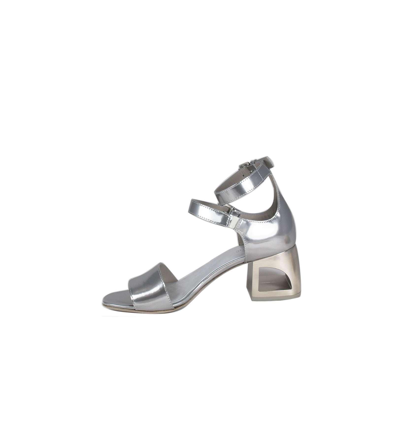 super popular 6cdfb 56782 Sandalo elegante VIC MATIE'